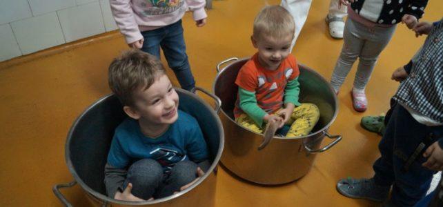 Wycieczka grupy młodszej do kuchni przedszkolnej