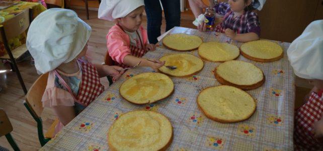 """Kuchcikowo u maluchów- smaczny tort na """"Dzień Matki"""", 5 urodziny Adasia."""