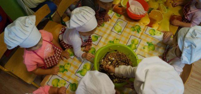 Jesienne ciasto – Kuchcikowo u maluchów.