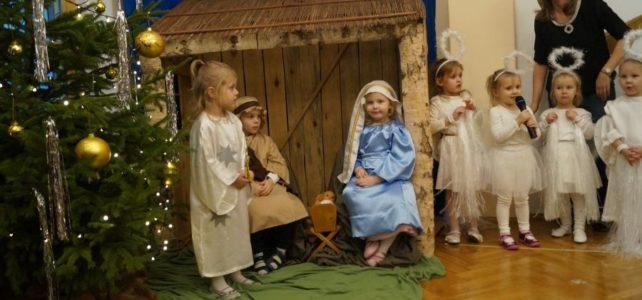 Spotkanie opłatkowe i Jasełka w wykonaniu dzieci.
